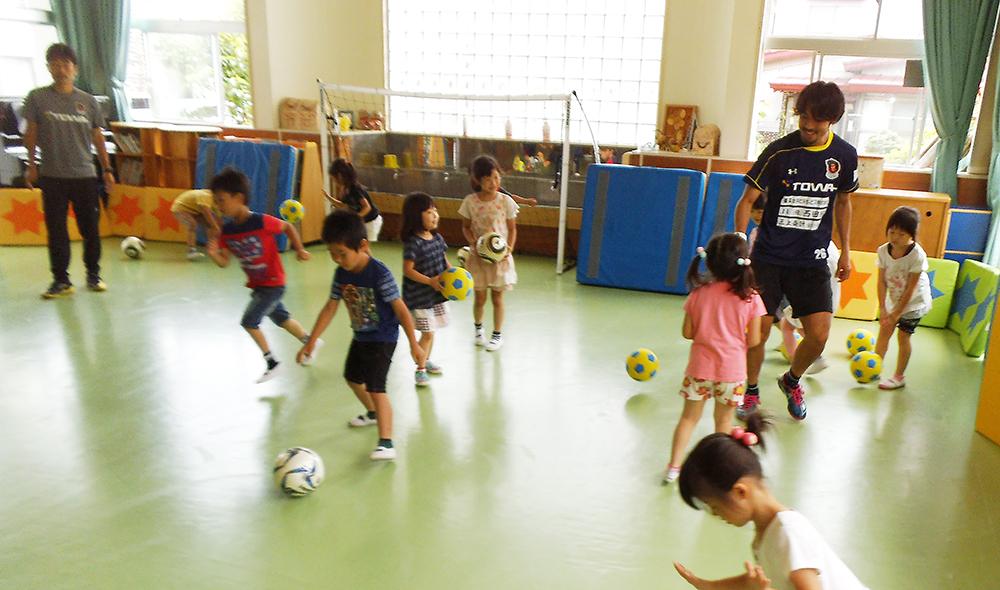 サッカー教室のようす