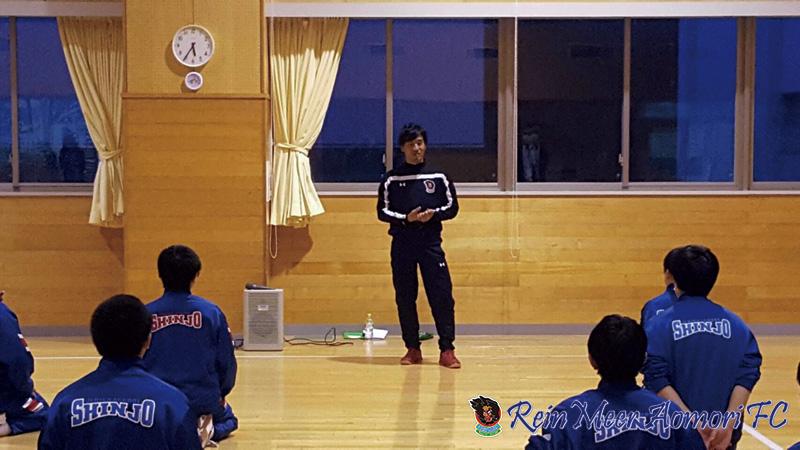 写真:学校訪問で講演をする奥山泰裕選手