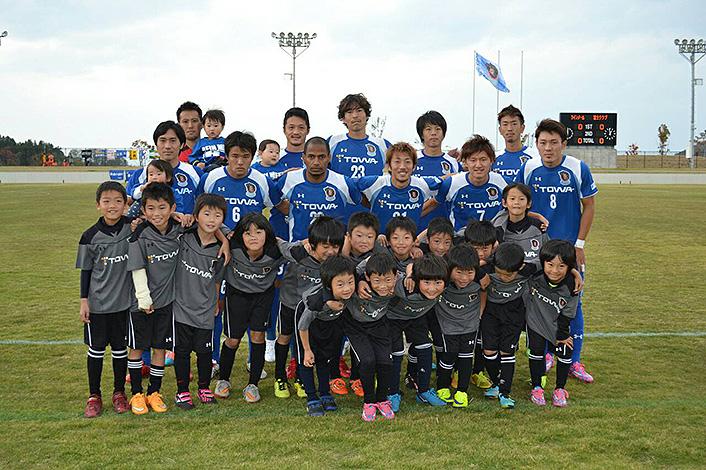 リーグ戦ホーム最終戦のエスコートキッズはラインメール青森FCジュニア